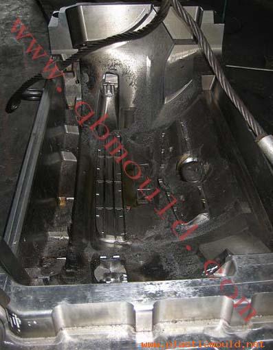 plastic injection car bumper mould (QB1004)