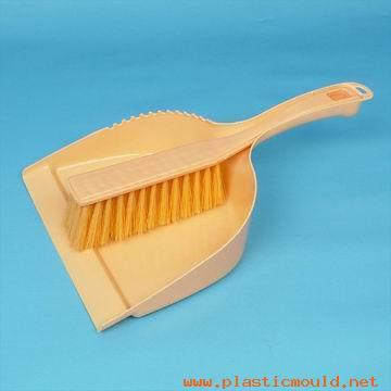 mini dustpan w/brush