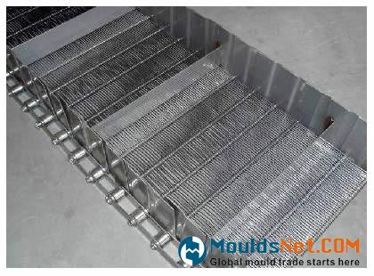 An eye flex co<em></em>nveyor belts with side guard edge